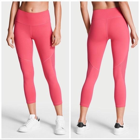 f03c39b17806c Victoria's Secret Capri Leggings